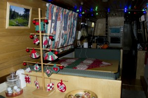 Dowel Tree and Christmas Quilt