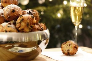 Oliebollen, as they should look...